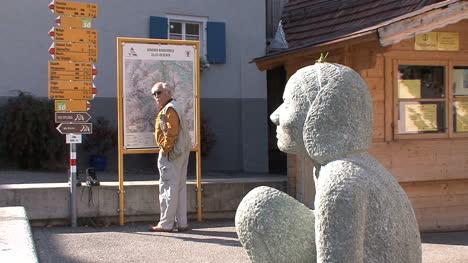 Suiza-Zillis-Man-Mapa-Y-Estatua