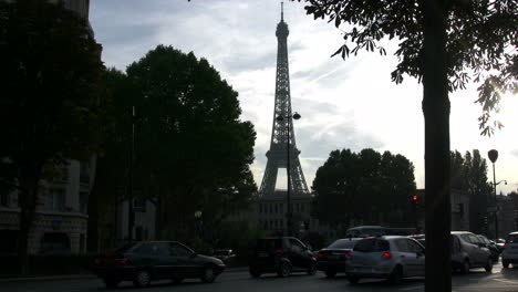 Paris-Eiffel-Tower-and-moving-traffic-time-lapse