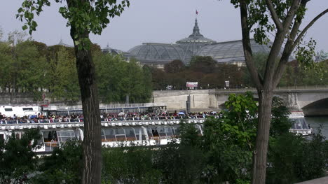 Paris-Seine-with-boat-and-distant-palace