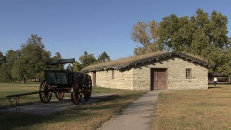 Nebraska-Fort-Kearney-house-and-wagon