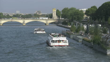 Paris-Seine-with-boats-moving-toward-bridge