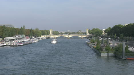 Paris-Seine-with-boats-zoom-in-toward-bridge