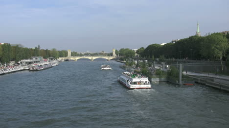 Paris-Seine-with-two-boats