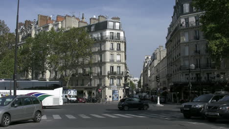 Paris-traffic-with-white-bus