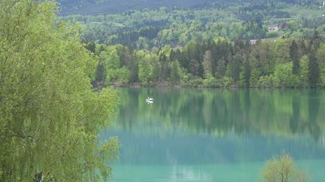 Austria-Alejarse-Del-Barco-En-Faaker-Ver