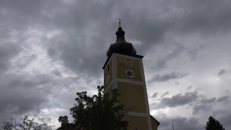 Alemania-Nubes-Sobre-El-Campanario-De-La-Iglesia