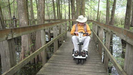 Louisiana-man-on-scooter-points-to-swamp-scenery