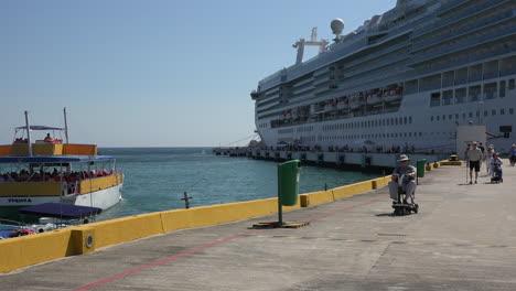 México-Huatulco-Hombre-En-Scooter-En-Crucero