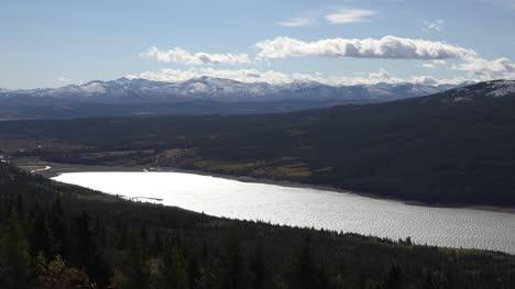 Lago-Del-Parque-Nacional-Glaciar-De-Montana-En-El-Sol