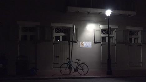 New-Orleans-Fahrrad-Unter-Straßenlaterne