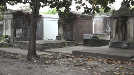 New-Orleans-cemetery-tombs