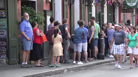 Multitud-De-Turistas-De-Nueva-Orleans