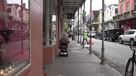 Hombre-De-Nueva-Orleans-En-Scooter-Relojes-Trabajadores