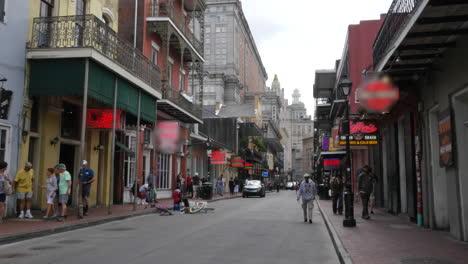 Los-Turistas-De-Nueva-Orleans-En-La-Calle-Bourbon