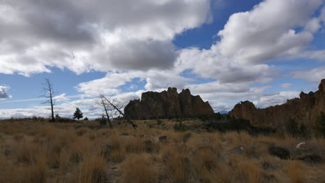 Oregon-Smith-Rocks-clouds-move-over-landscape
