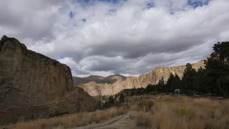 Oregon-Smith-Rocks-in-sun-time-lapse