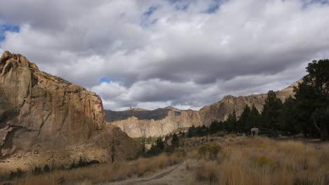 Oregon-Smith-Rocks-with-sun
