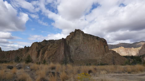 Oregon-Smith-Rocks-with-cloud