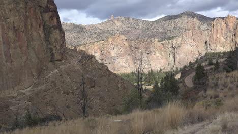 Oregon-Smith-Rocks-with-sun-on-rocks