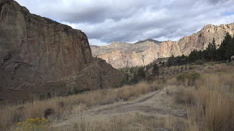 Oregon-Smith-Rocks-zoom-in