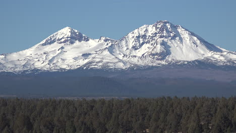 Oregon-close-view-of-the-Sisters