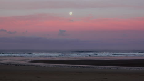 Oregon-moon-at-dawn-with-color