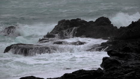 Oregon-rocks-with-crashing-waves