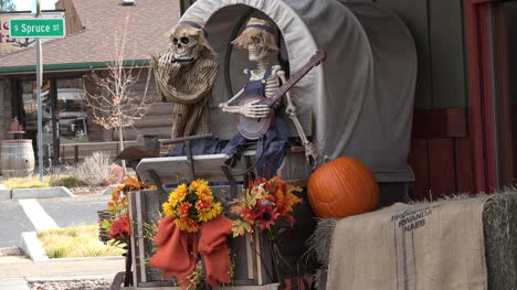 Oregon-skeletons-in-a-wagon-decoration