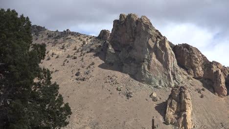 Oregon-stark-rock-at-Smith-Rocks