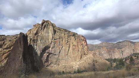 Oregon-sun-on-cliffs-at-Smith-Rocks