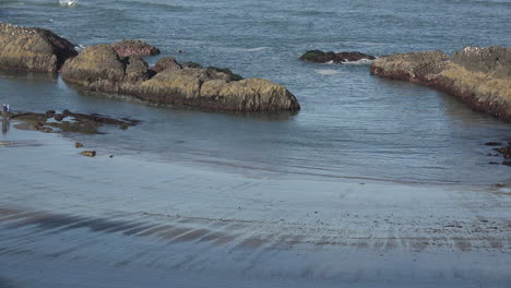 Oregon-surf-at-Seal-Rocks-low-tide