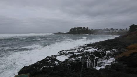 Oregon-view-of-seawall-Depoe-Bay