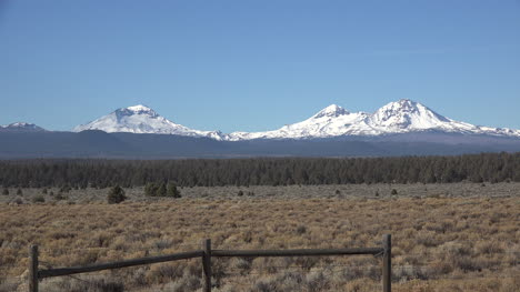 Oregon-view-of-the-Three-Sisters