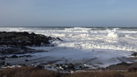 Oregon-winter-waves-reach-shore