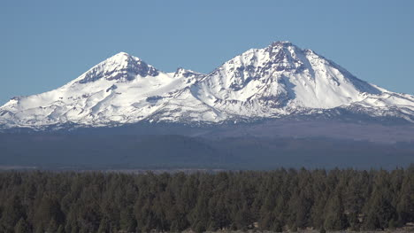 Oregon-zooms-out-from-Three-Sisters