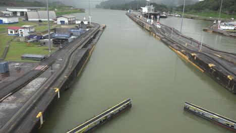 Panama-gates-closing-in-the-Pedro-Miguel-Locks-time-lapse