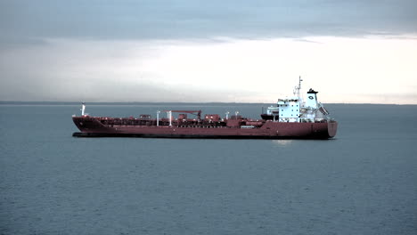 Panamá-Barco-Rojo-En-El-Mar-Pan