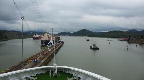 Barco-De-Panamá-Dejando-Bloqueos-Lapso-De-Tiempo