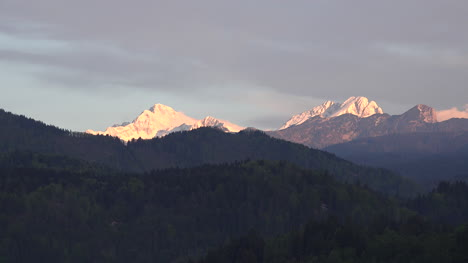 Slovenia-Alpine-glow-on-mountains-above-Lake-Bled