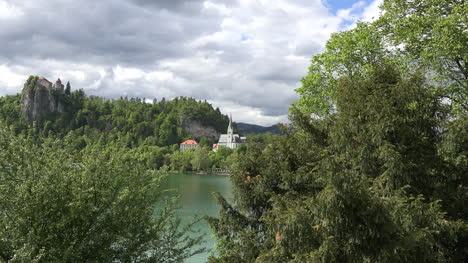 Slovenia-church-at-Bled-zoom-in