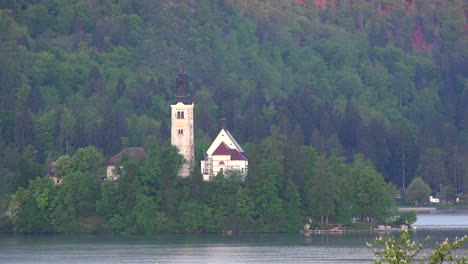 Slovenia-church-at-Lake-Bled
