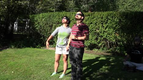 Solar-eclipse-entertains-couple