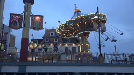 Texas-Galveston-carnival-ride-at-night
