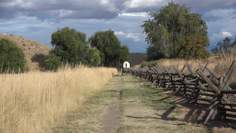 Washington-covered-wagon-on-trail-zoom-out