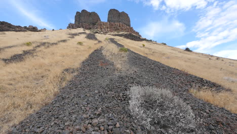 Washington-rocks-extend-down-slope-from-lava-cliffs
