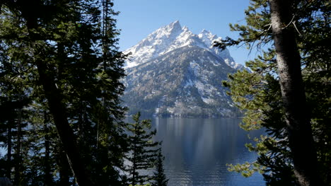 Wyoming-Jenny-Lake-and-Teton-view