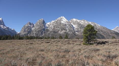 Wyoming-Teton-peaks-and-Cascade-Canyon