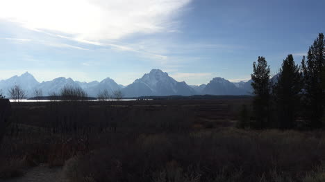 Wyoming-broad-view-of-Tetons-in-afternoon-zoom-in
