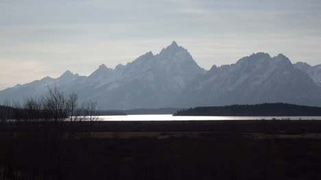 Wyoming-view-of-Tetons-in-afternoon