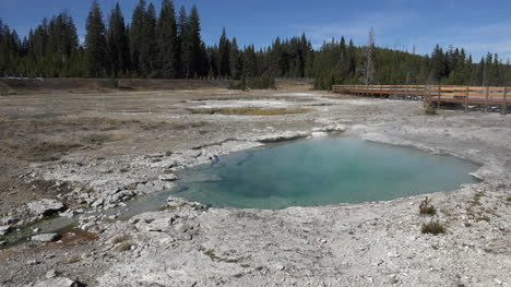 Yellowstone-West-Thumb-with-hot-pool-zoom-in